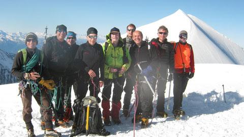 La belle équipe au sommet du 3ème Dôme, avant de traverser vers les suivants...