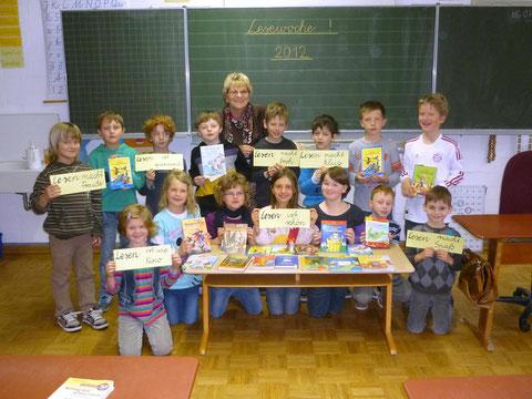 Klasse 2b mit Lehrerin Renate Schneider