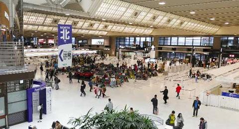 90年代に訪れて以来20余年ぶりの第二ターミナル。相変わらず殺風景。