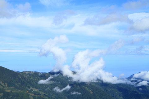 雲型 撮影場所:白馬岳付近 蓮華温泉から白馬岳に向かう途中朝日岳付近にペガサス