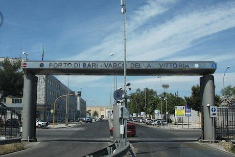 Hafenausfahrt von Bari