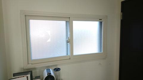内窓。ふかし枠というオプションを使用すると額縁もキレイになります!