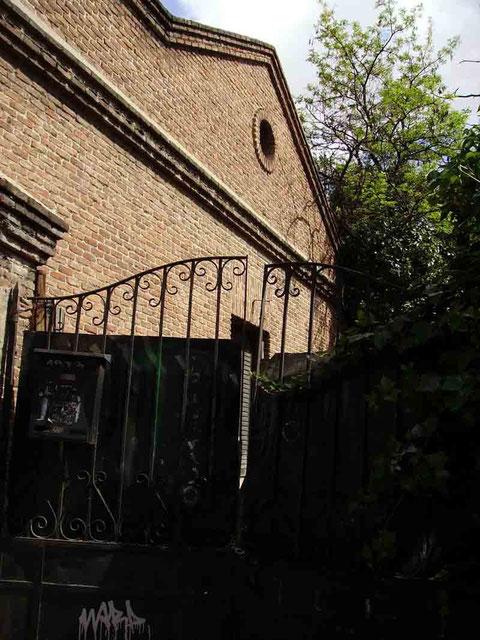 López de Hoyos 218. Xado vehículos y fachada derecha (foto Ricardo Ricote)