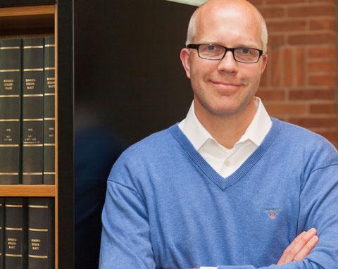 Axel Petereit ist Rechtsanwalt, Steuerberater und Notar in Nienburg an der Weser