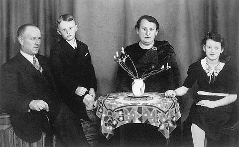 Julius, Alfred, Selma u. Paula Braunschweiger ca. 1936 bevor Reni geboren wurde