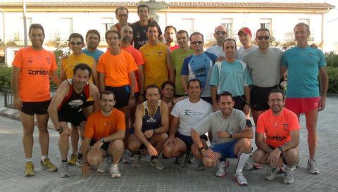Atletas de Lucena, el pasado miercoles 15 de junio antes de un entrenamiento.