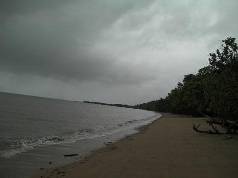 途中の海岸 誰もいない、、、
