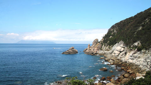 西部林道の岸壁と東シナ海