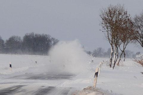 Verschwunden ist der BMW in der Schneewehe :-))