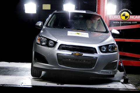 Chevrolet Aveo, 'crash test' lateral contra un poste a 29 km/h