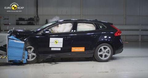 Volvo V40, golpe frontal a 64 km/h