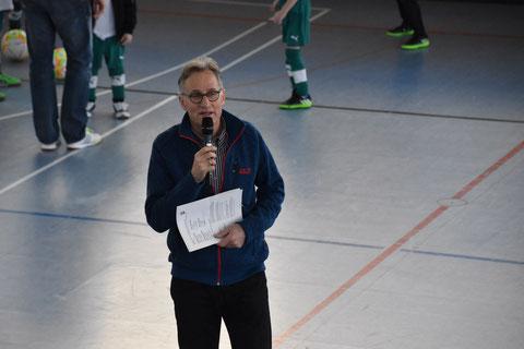 Thomas Fenner eröffnet das erste Turnier