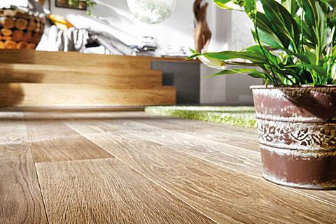 Holzboden renovieren für Wohnungen in Hamburg, Niedersachsen und Schleswig-Holstein