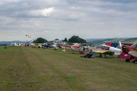 Teilnehmer des Nostalgischen Flieger-Picknicks