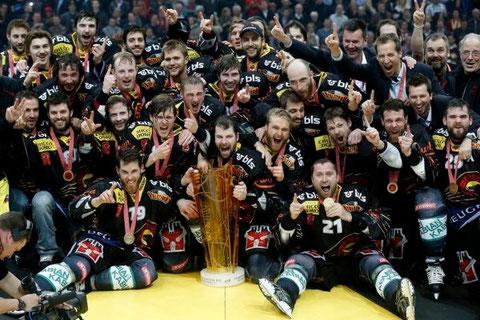 Schweizer Meister 2013 mit Siegerpokal