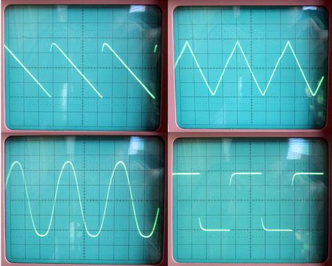 Des formes d'onde rigoureusement parfaites. Admirez le triangle et la sinusoïdale...