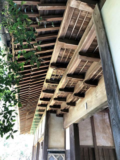 長屋門の3段軒