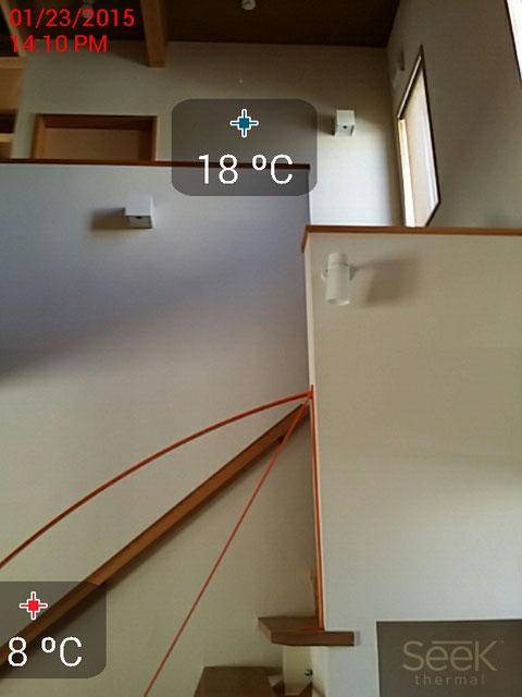 吹き抜け壁表面温度可視画像