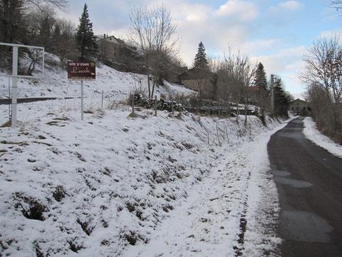 Photo de l'entrée dans Montbonnet sous la neige (GR65)