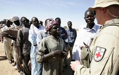 Warteschlange auf medizinische Versorgung, Tschad 2008