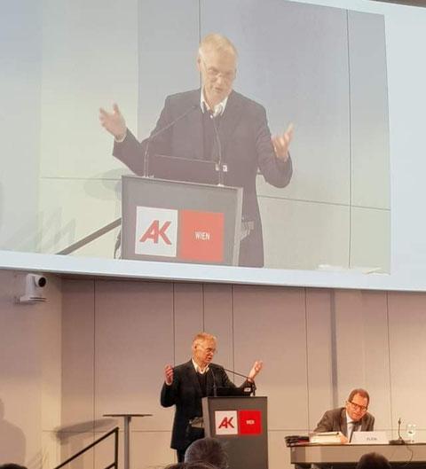 """Unser unabhängiger AK-Rat Fritz Schiller zynisch: """"Wir haben jetzt schon den Klassenkampf! Die Regierung führt ihn - von oben."""""""