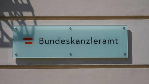 Wir erwarten uns mehr Demokratieverständnis im Bundeskanzleramt! Österreich ist eine Demokratie, und wir wollen, dass das gefälligst so bleibt.