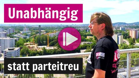 Manfred Walter blickt über die Dächer von Linz