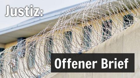 Eine Gefängnismauer mit Nato-Draht. Bildtext: Justiz - Offener Brief