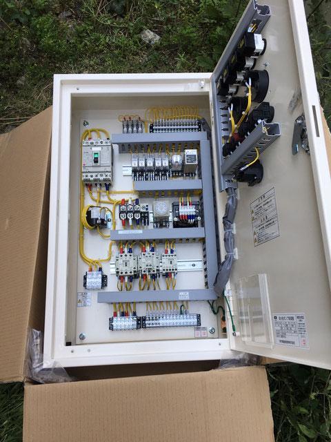 新しい消火ポンプ制御盤の中身