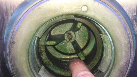 多少の漏れなら、圧を掛ければ止まる場合