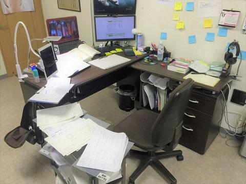 勉強していた机と使用したパソコン