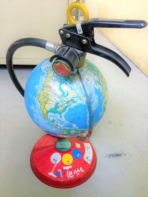 地球儀型の蓄圧式消火器