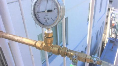 屋上側ゲージ値の圧力を計測する