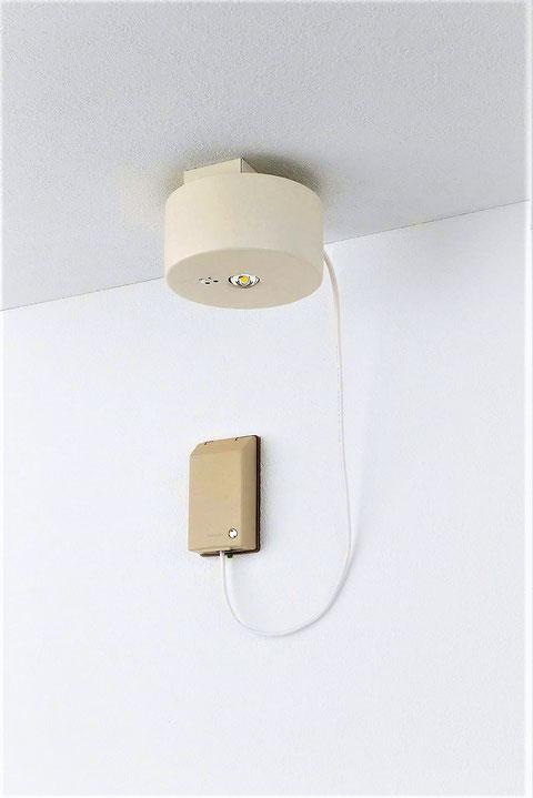 民泊施設向け電池内蔵コンセント型LED非常灯