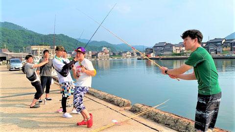 楽しい釣りが始まりそうなワンシーン 青木防災㈱