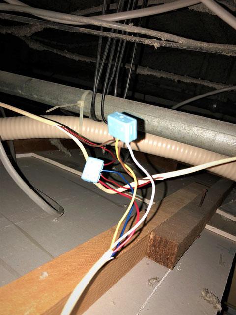 天井裏の感知器ジョイント部分