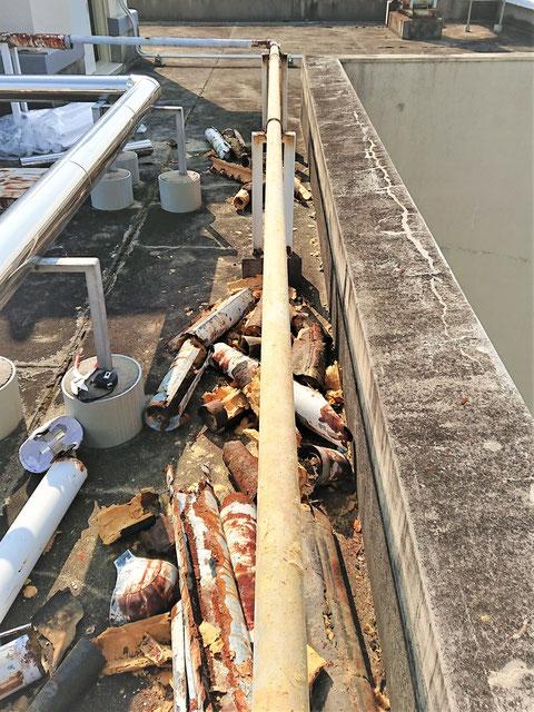 腐食した保温材を撤去