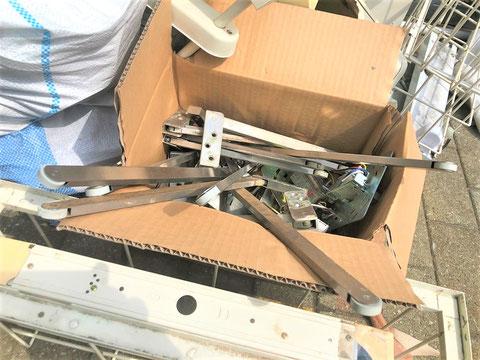 他の箇所も歪んだり壊れた順位調整器を大量に改修