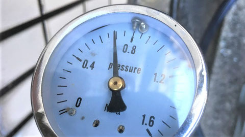 送水口にて規定の圧力まで加圧し、試験機を停止