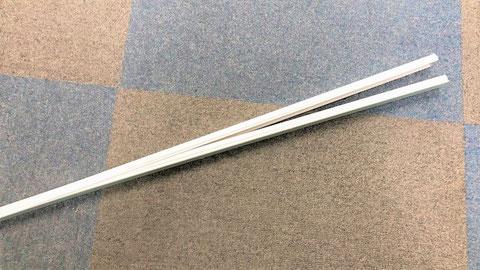 (写真1)パカッと蓋が開く電線モール