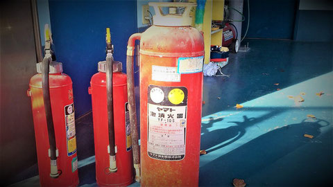 泡消火器の機構は単純