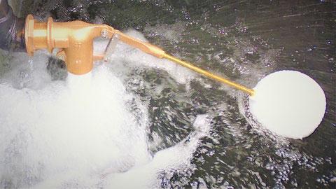 規定の容量まで充水するボールタップ 消火水槽