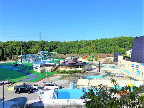 工事中の大きいプールが見えました