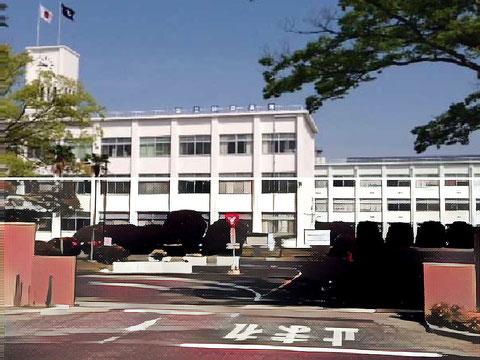 鈴鹿高専のキャンパス外観