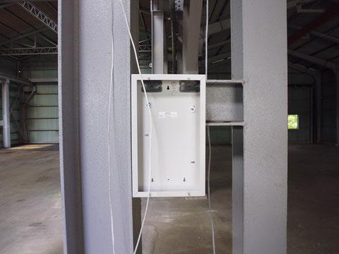 機器収納箱設置箇所に空気管を