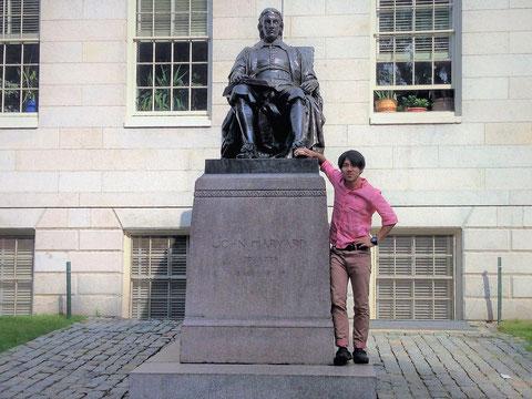 ハーバード大学の像