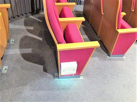 """""""客席通路誘導灯""""という消防用設備"""