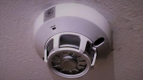 従来型の定温式スポット型熱感知器は鉄板