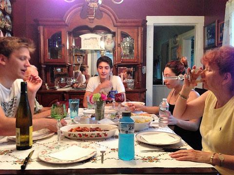 ホームステイ 食卓