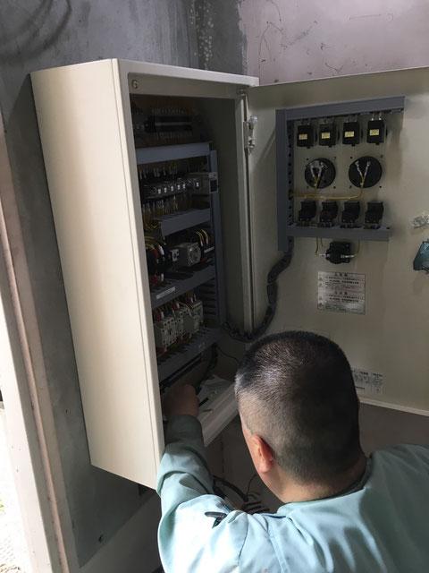各電線を端子台に固定